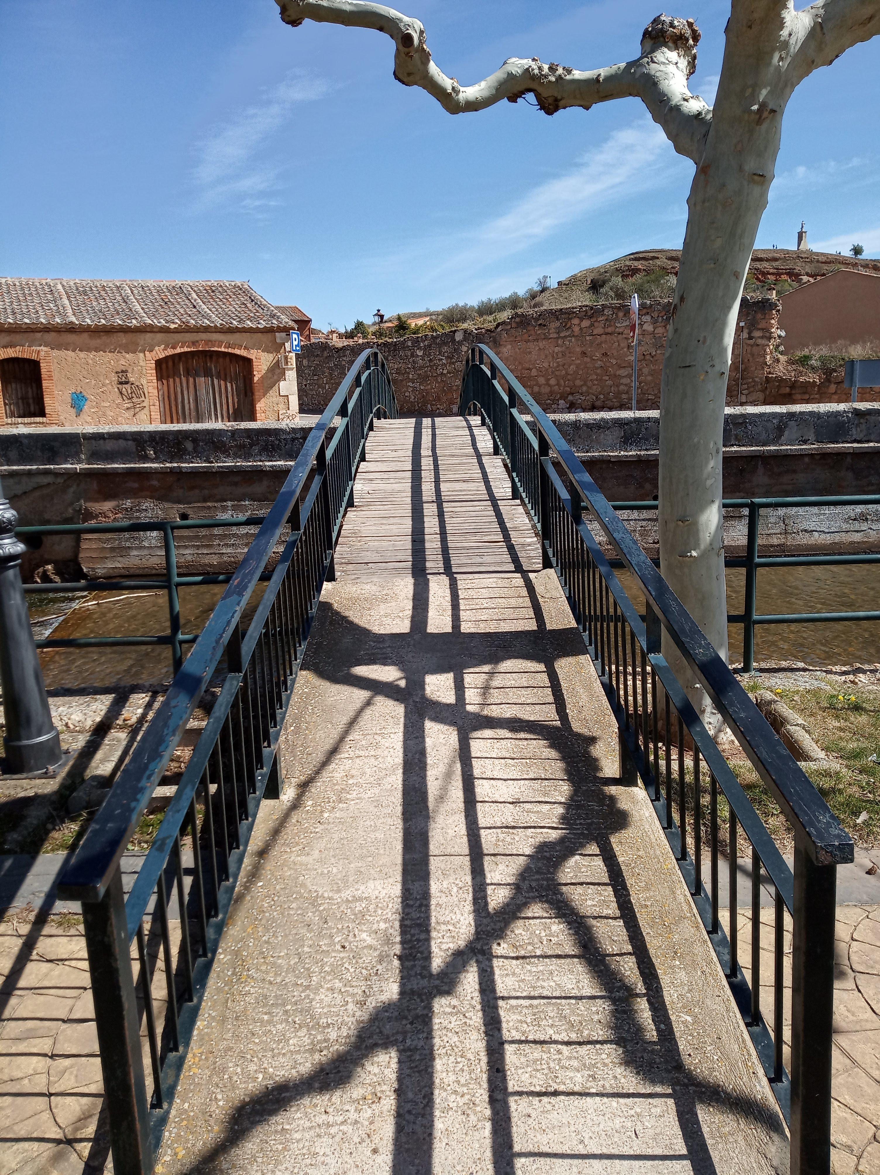 Puente sobre el Río Aguisejo.