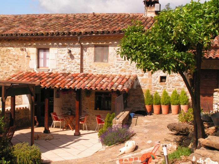 Mas bai turismo rural en sant aniol de finestres - Casa rural mas rosello ...