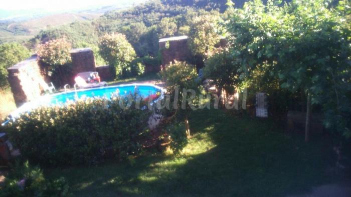 Casa rural xistra agroturismo en monforte de lemos for Piscina monforte de lemos