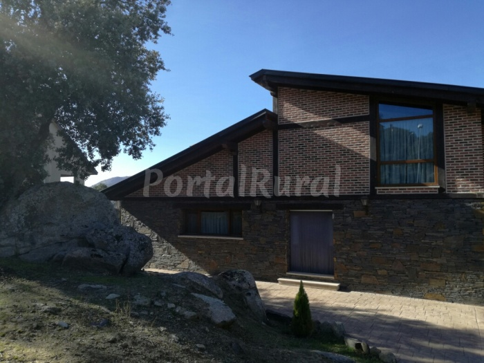 Chalet r stico de ensue o casa rural en espinar - Casa rural para 2 ...