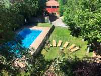 Jardín y piscina vallada
