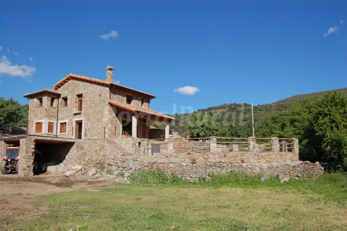 Casa rural piedrahita barco gredos aldehuela for Casa rural gredos