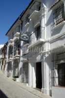 fachada y calle principal