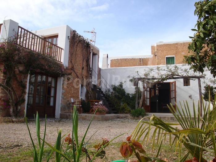 Finca can pepis mas a en ibiza baleares - Ibiza casas rurales ...