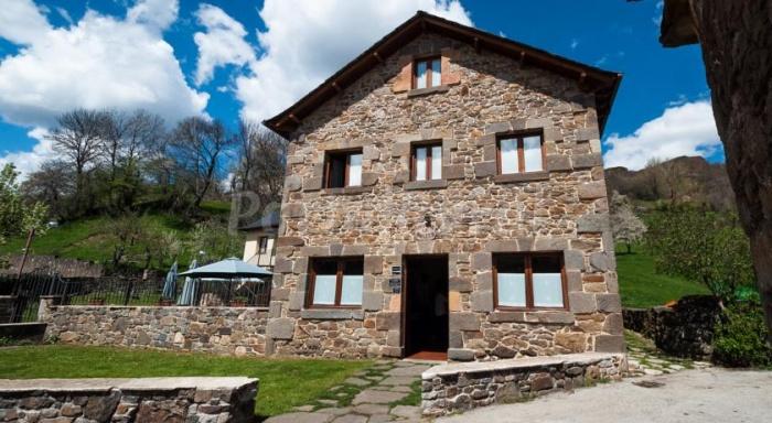 Casa rural la bolera casa rural en villablino le n - Casa rural la zubia ...
