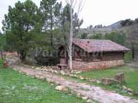casa rural en primavera